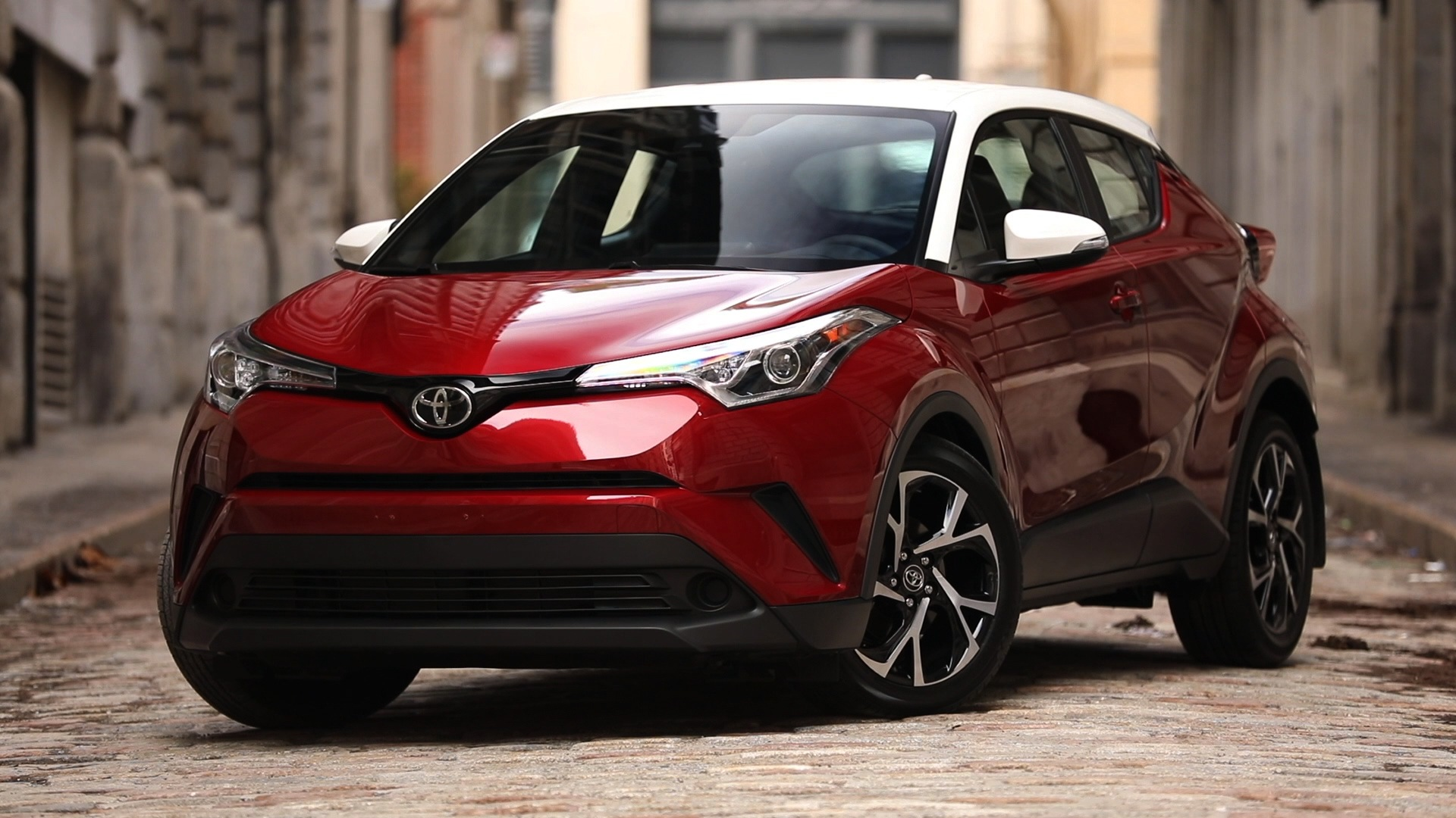 2018 Toyota C-HR | Canadian Car Reviews | Driving Television